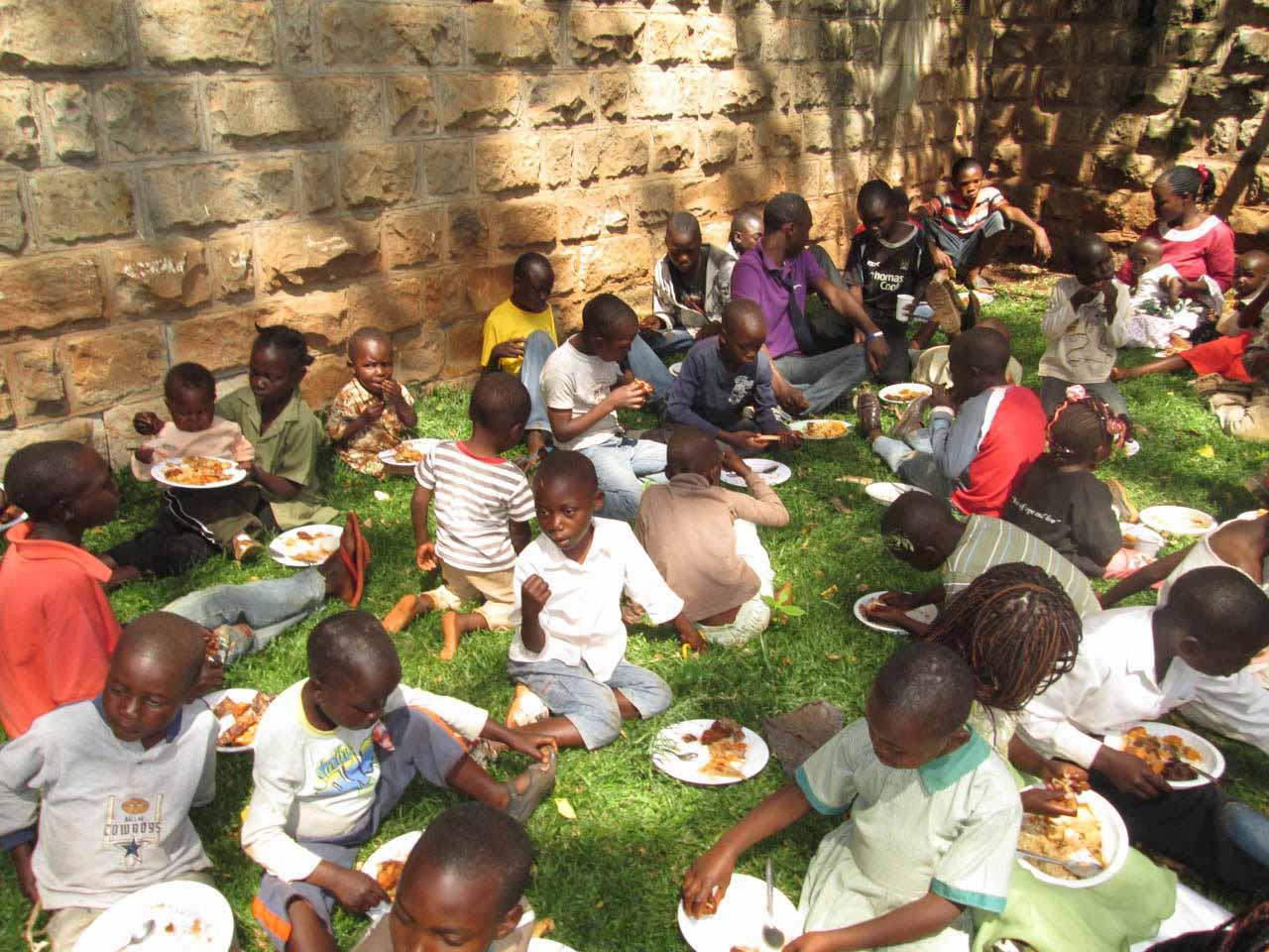 <h6>Julfest för 350 barn 100 gatubarn kom</h6>