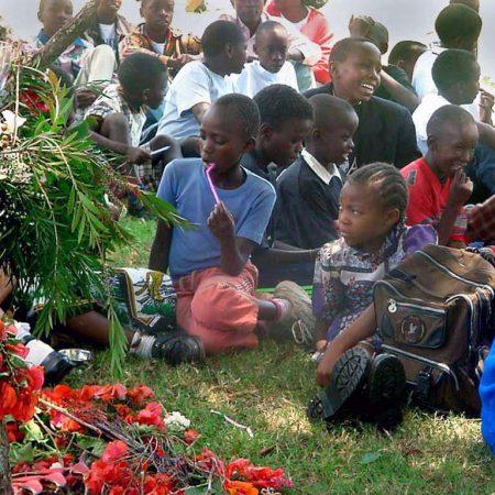 Afrika 2001-09 UN Preperations Barn tänker i gräset Childrens meeting place nairobi