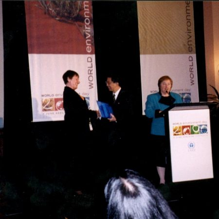 GT 2000 UNEP Global500 Award Kajsa ReceivingPrice