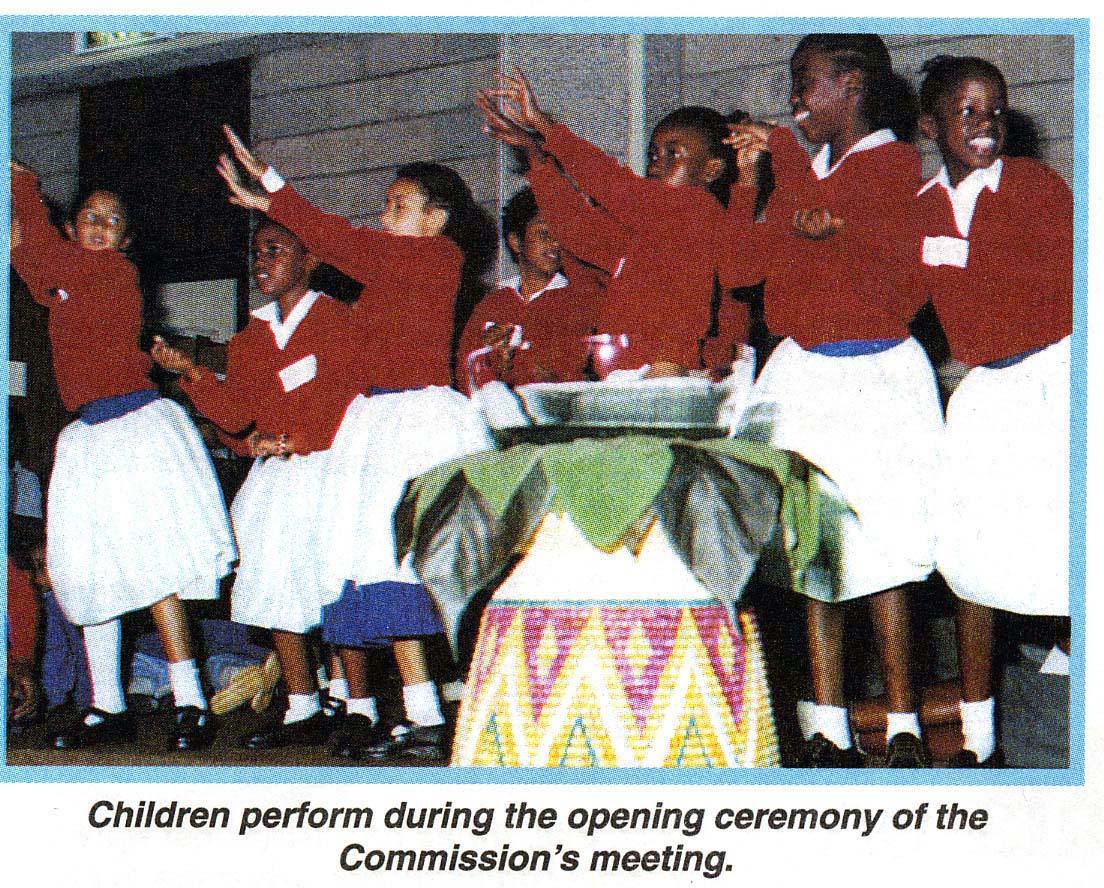 Afrika 2001-02 Habitatinvigning Dansande flickor